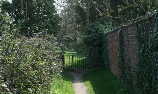 Footpath at the end of Ivy House Lane