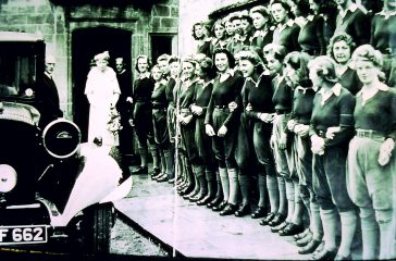 Queen Mary meets the Land Girls. 1943 | Women's Institute