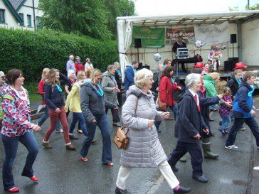 Line dancing in the rain! | Barry Metcalfe
